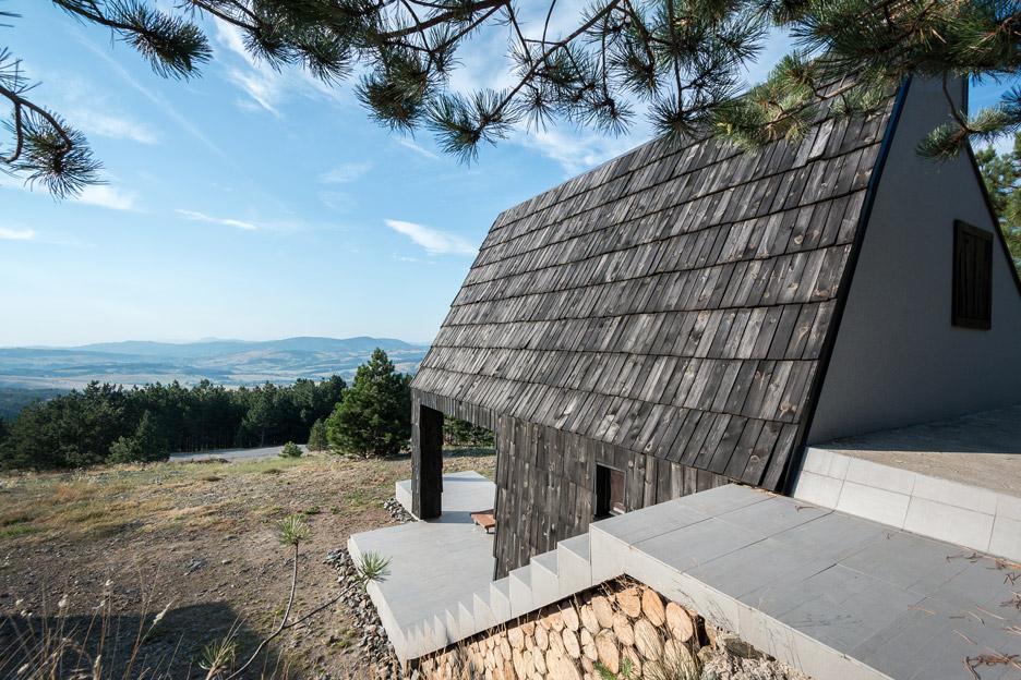 Mountain-House_Serbia_EXE-studio_dezeen_936_1