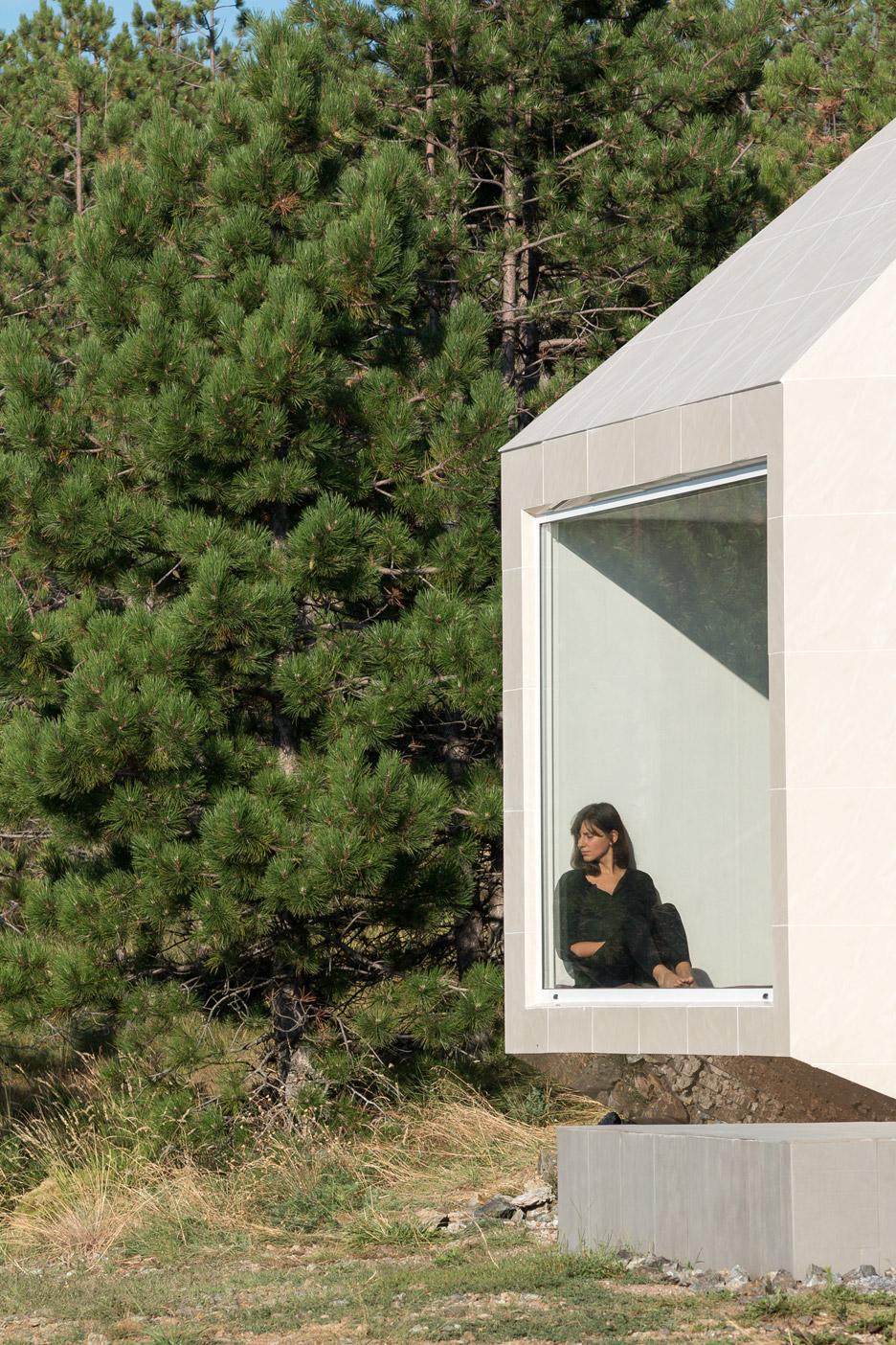 Mountain-House_Serbia_EXE-studio_dezeen_936_6