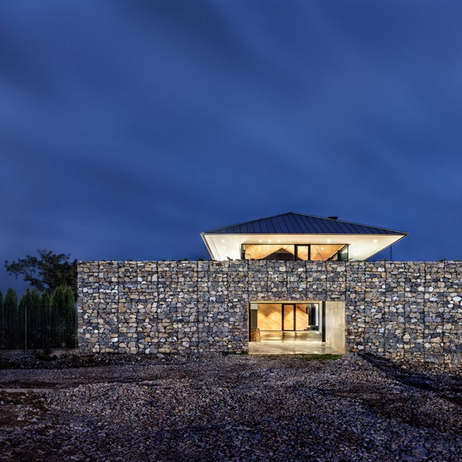 Observation house by i o architects features gabion walls for House plans with observation deck