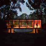 Glass pavilion by Alarciaferrer Arquitectos bridges a lakeside gully in Argentina