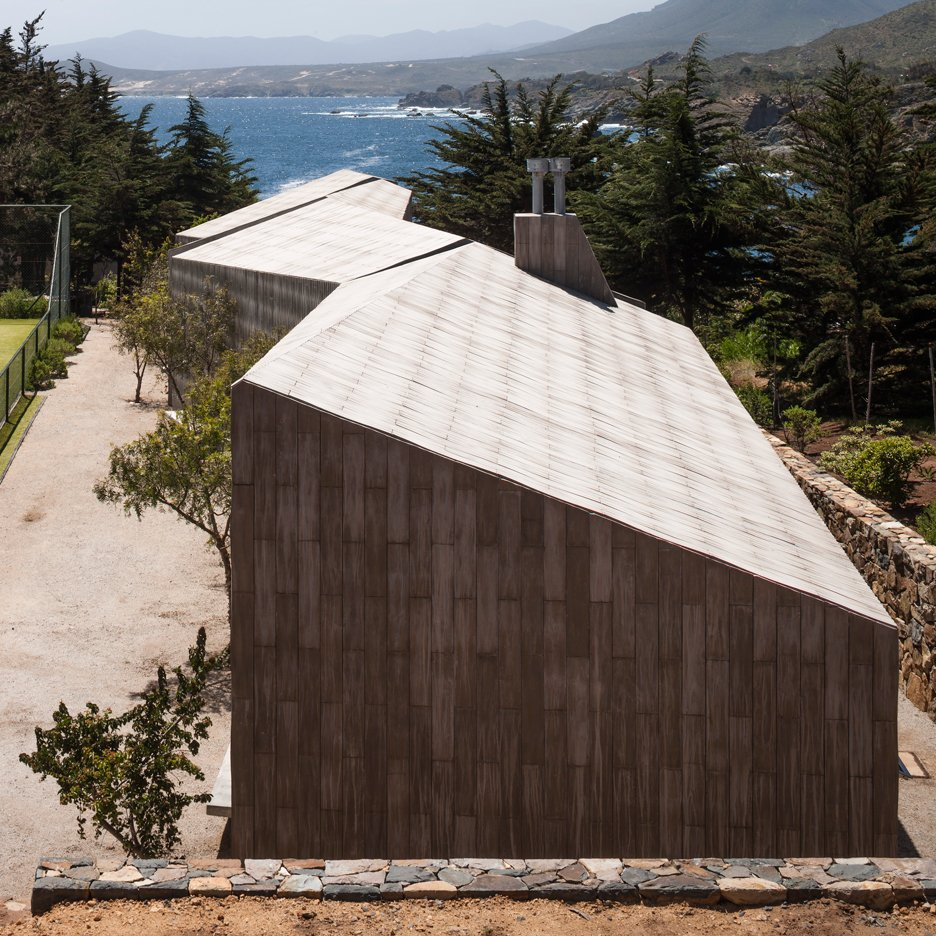 Tennis court buildings by Felipe Assadi zigzag towards the Chilean coastline