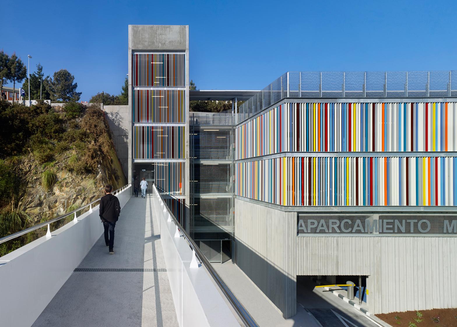 Maternity and Oncologic parking by Díaz & Díaz Arquitectos