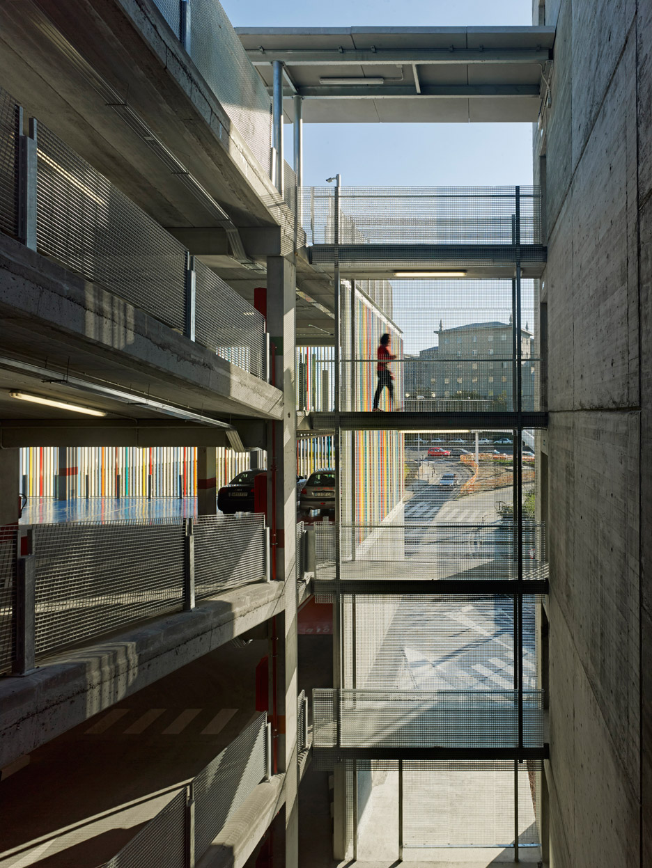 Parking_Maternity-Hospital-and-the-Oncologic-Center-of-Galicia_Diaz-y-Diaz-Arquitectos_dezeen_936_1