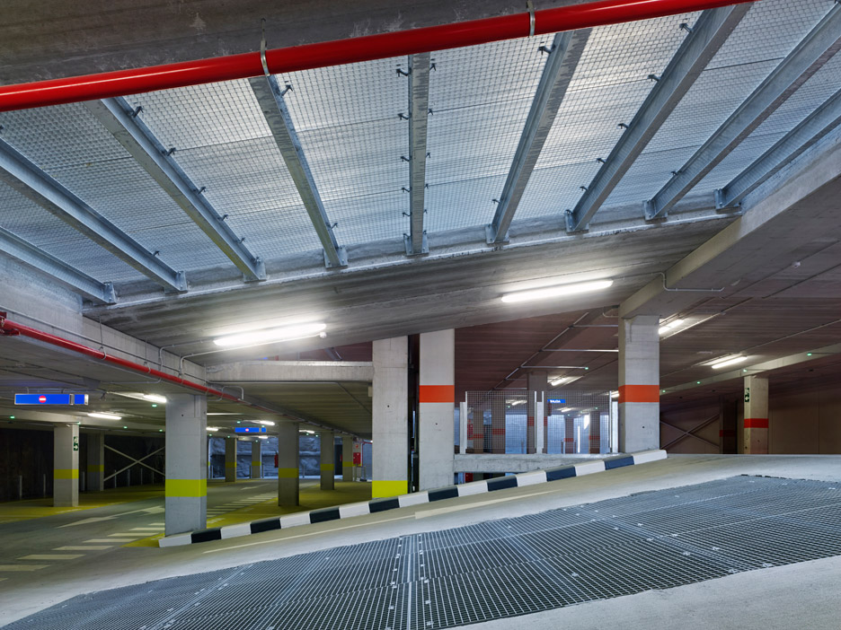 Parking_Maternity-Hospital-and-the-Oncologic-Center-of-Galicia_Diaz-y-Diaz-Arquitectos_dezeen_936_4