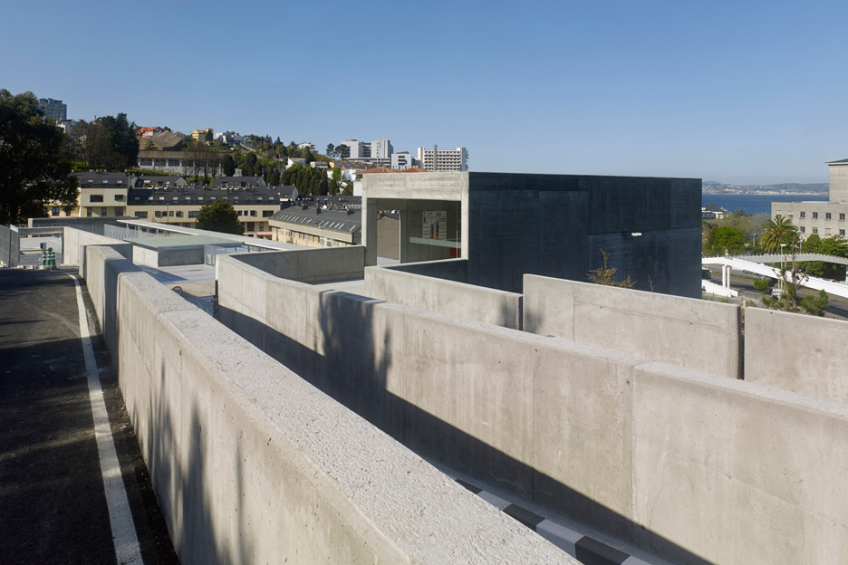Parking_Maternity-Hospital-and-the-Oncologic-Center-of-Galicia_Diaz-y-Diaz-Arquitectos_dezeen_936_6