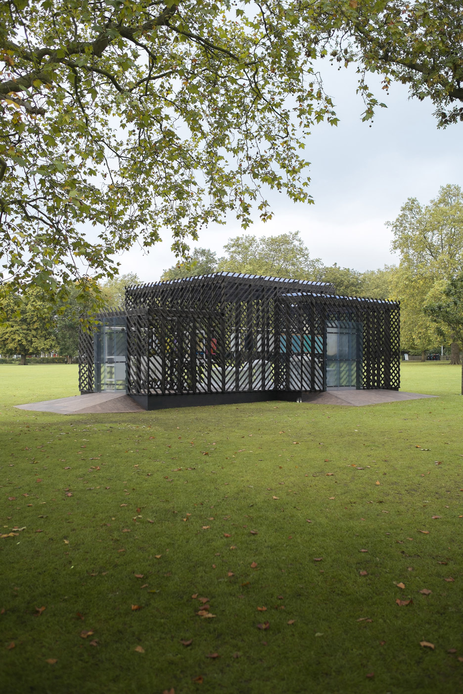Queens-Park-Pavilion-by-Claridge-Architects_dezeen_936_1