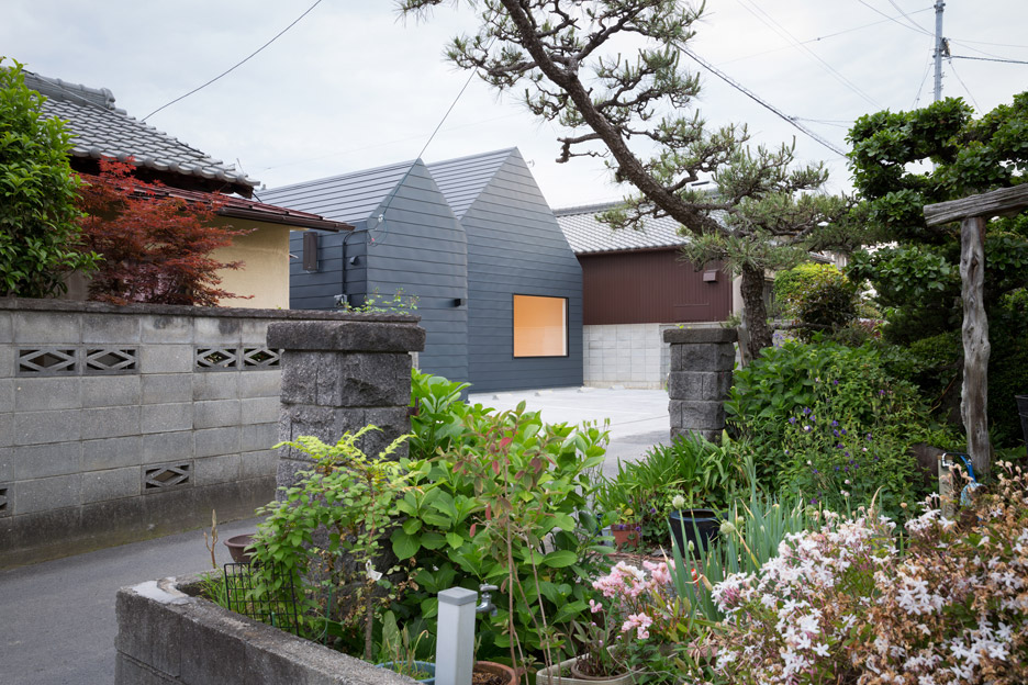 Sanjo Hokusei Community Center by Yasunari Tsukada Design