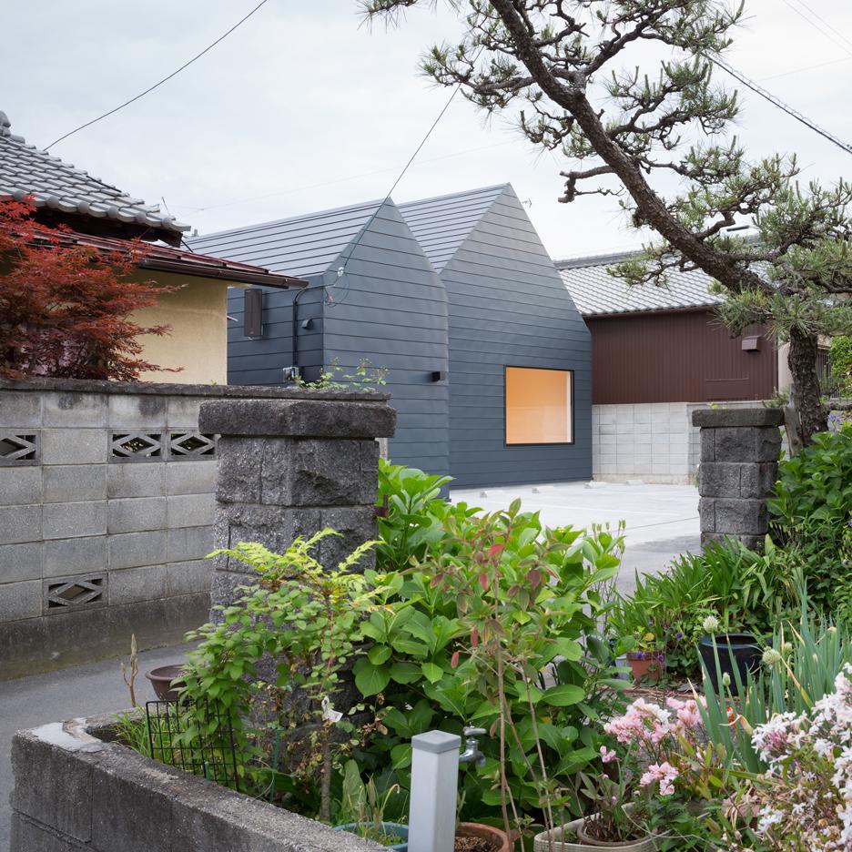 Sanjo Hokusei Community Centre designed by Yasunari Tsukada to look like a pair of houses