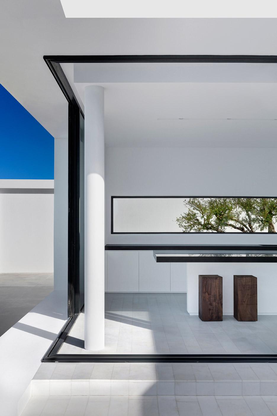 Silver House by Olivier Dwek, Greece