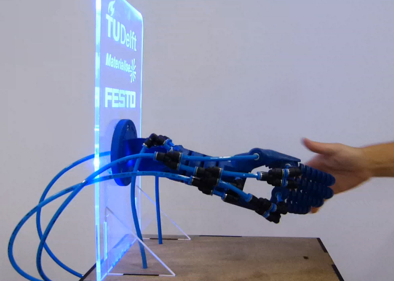 Rob Scharff S Soft Robotics Hand Responds To A Human Grip