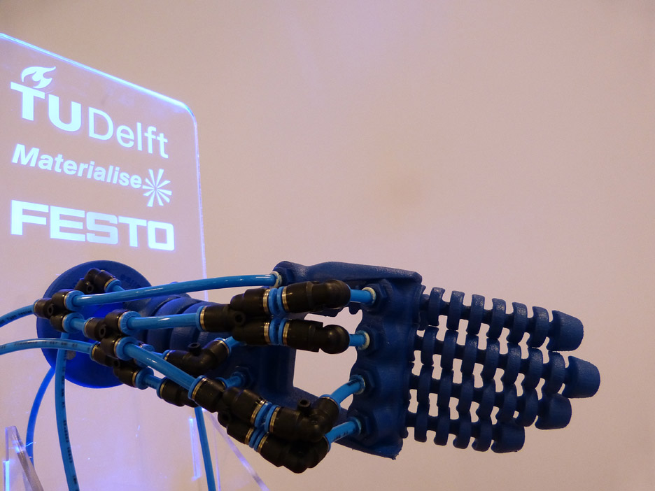 Soft robot hand by Rob Scharff
