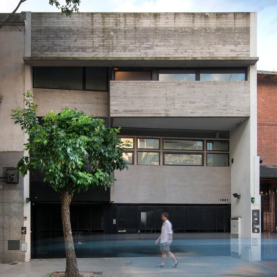 BAK Arquitectos squeezes two concrete homes onto a narrow city plot