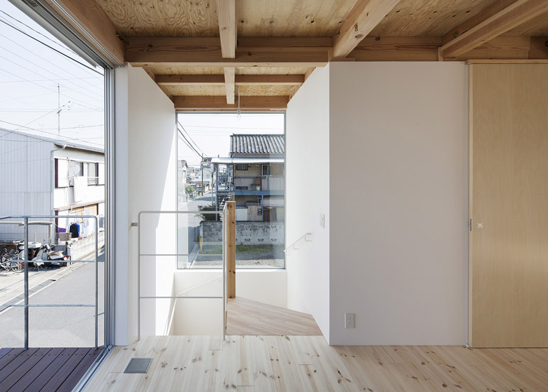 Wooden Box House by Hisako Yamamura suzuki architects