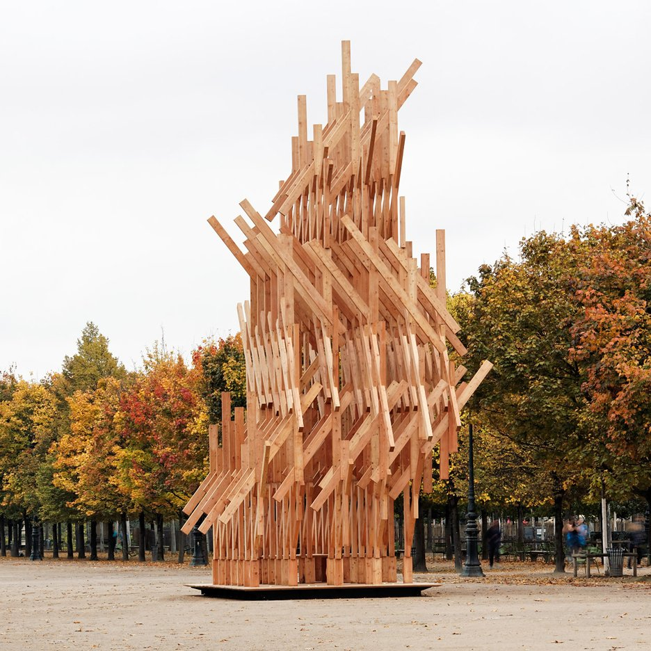 Kengo Kuma installs climbable wooden pavilion in Paris park