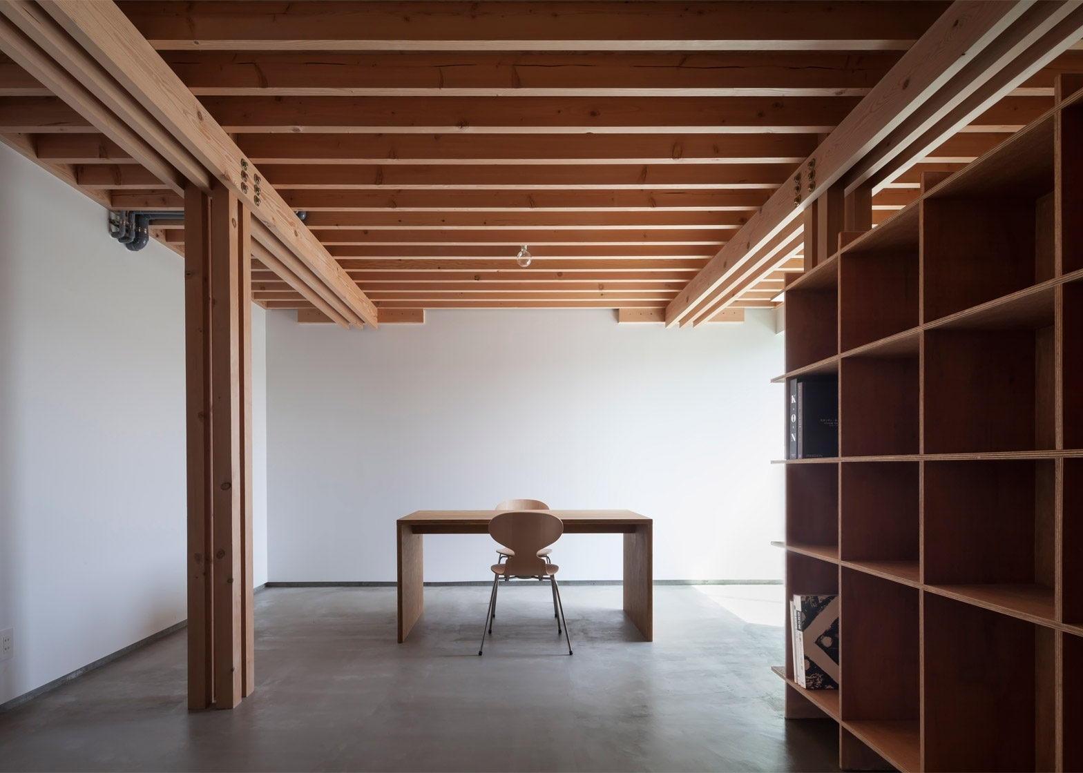 4 columns Tokyo house by FT Architects