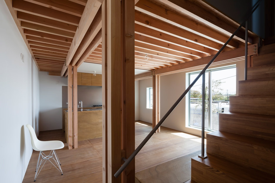 Ft architects 39 4 columns house features a traditional for Columns in houses interior