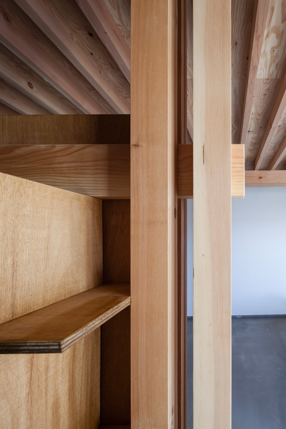 Ft architects 39 4 columns house features a traditional for Structural interior design