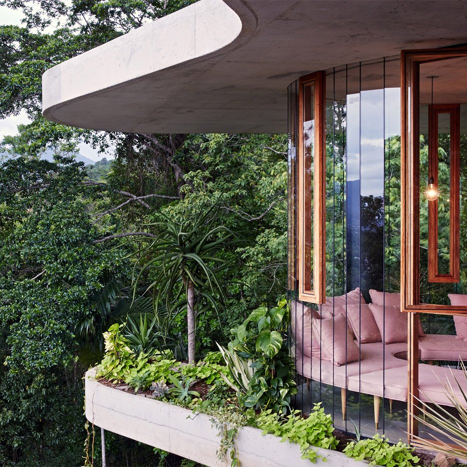 Planchonella House by Jesse Bennett Architect Builder (Qld)
