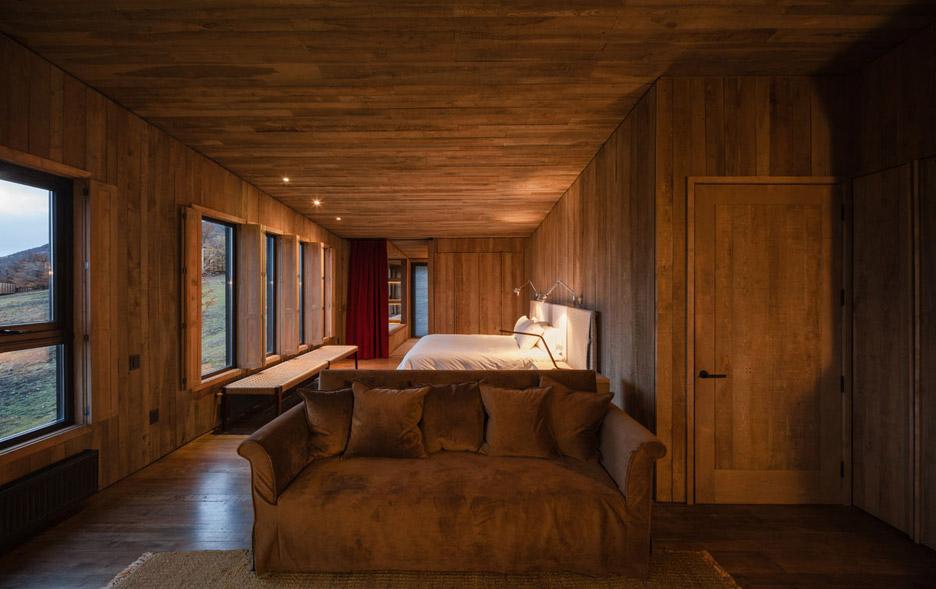 Awasi Hotel by Felipe Assadi