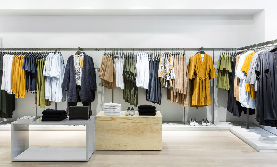 Factory Outlet Store > United Kingdom > London area Here is a selection of the best outlet stores to snag deals in the streets of London. Items are from previous seasons or previous collections.