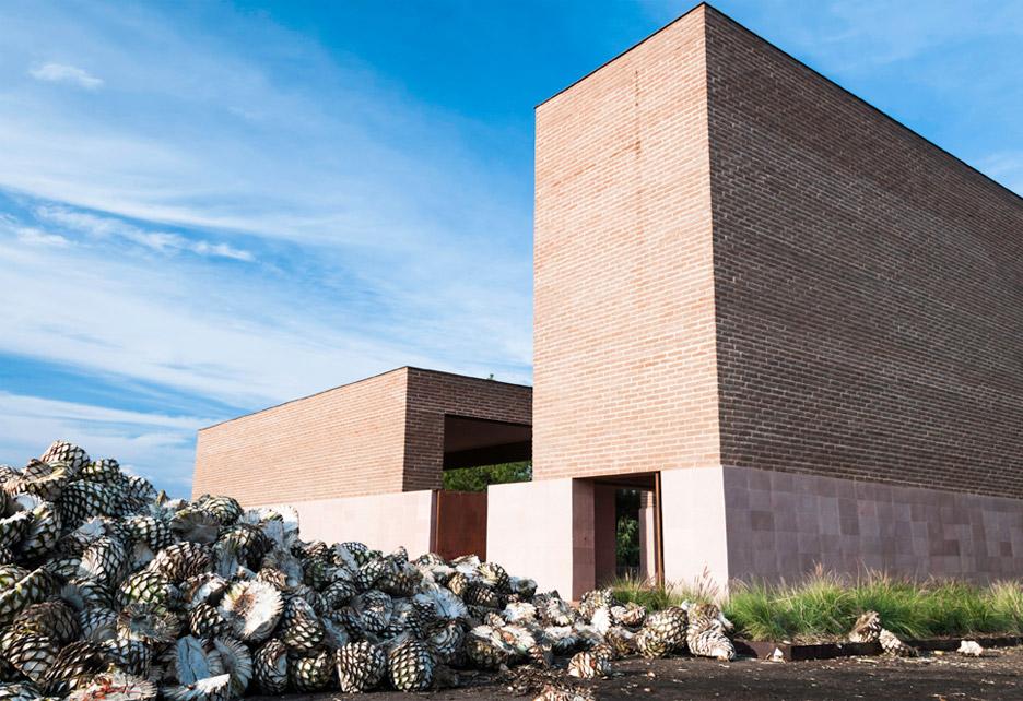 Estudio ALA completes terracotta chapel at a Mexican tequila factory