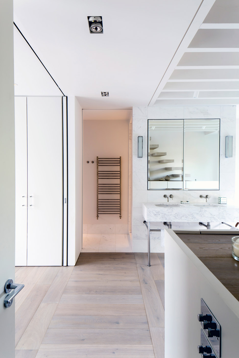London house extension by alexander martin features a for Bathroom window height from floor