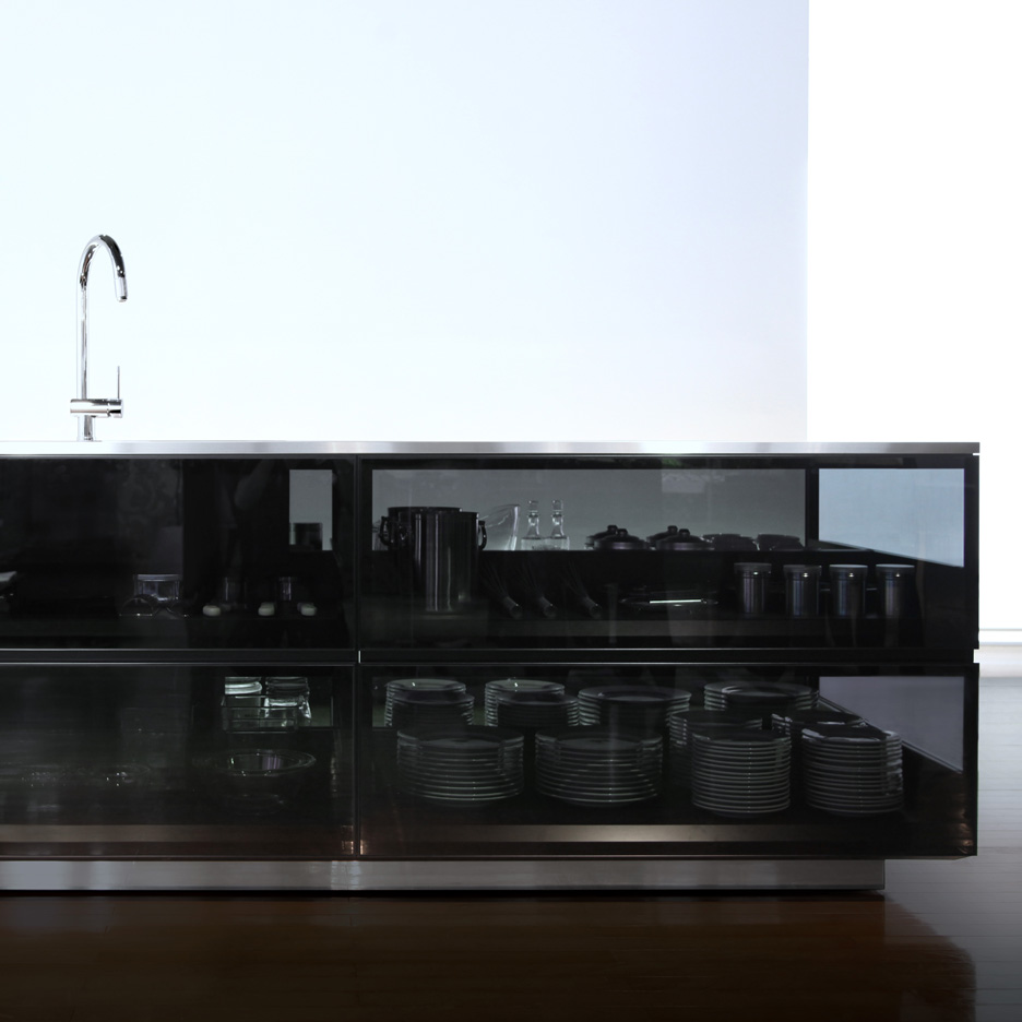 "Tokujin Yoshioka designs glass kitchen ""to show the beauty of kitchen tools"""