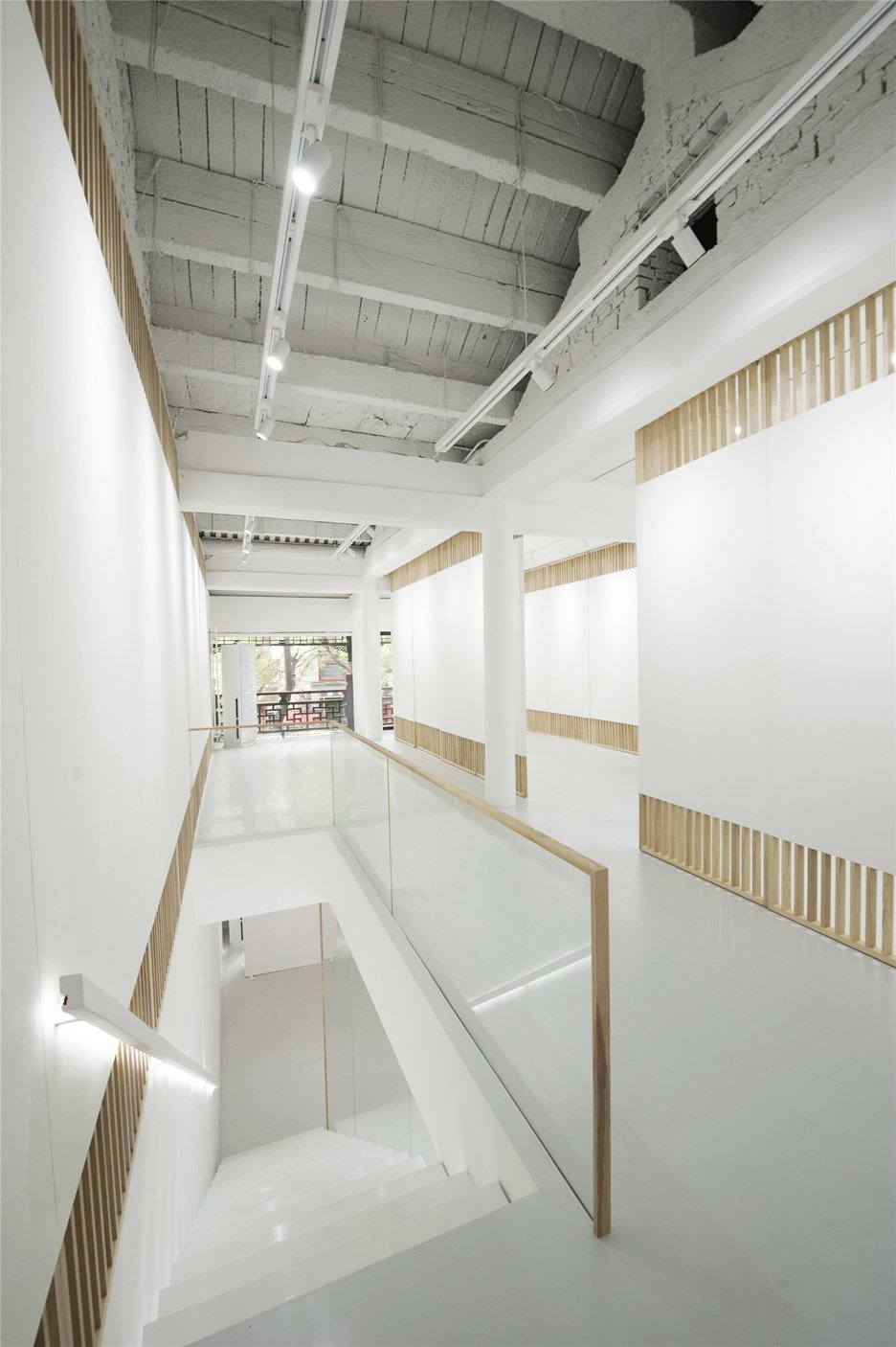 Rongbaozhai Western Art Gallery by Arch Studio