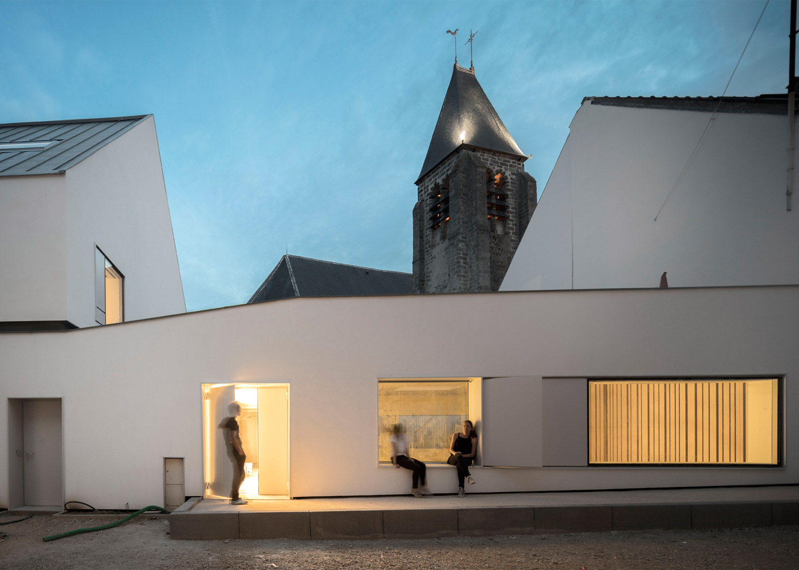 Helderly Hall in Bievres by Marchi Architectes