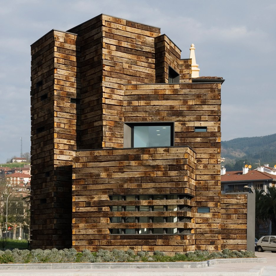 Library extension in Azkoitia by Estudio Beldarrain
