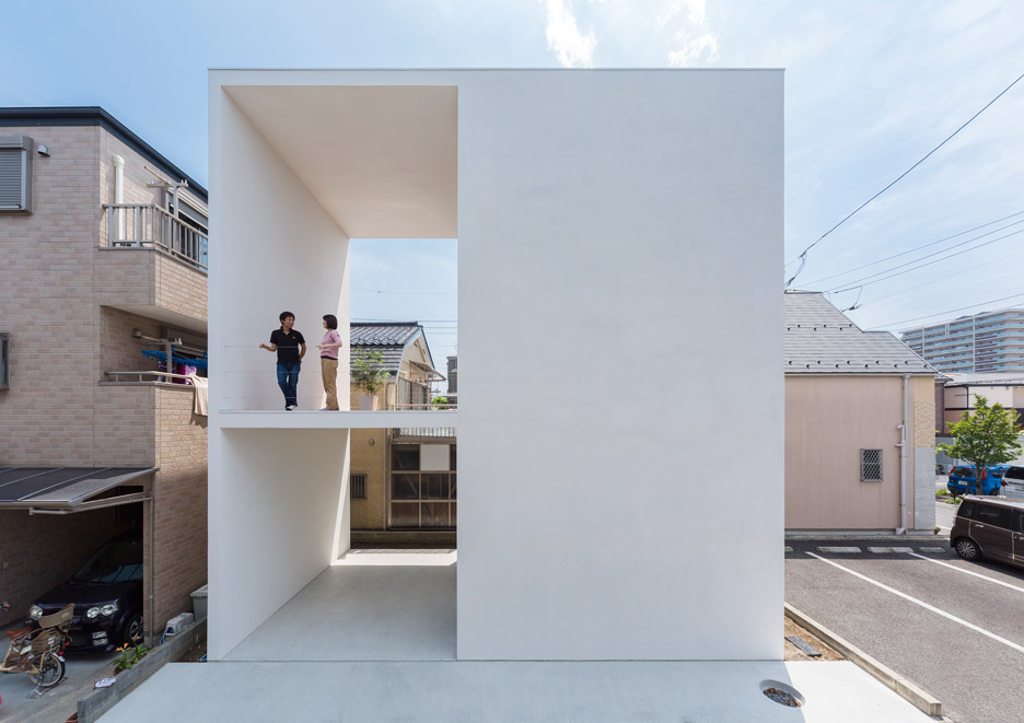 Little house big terrace by takuro yamamoto architects for Big house blog