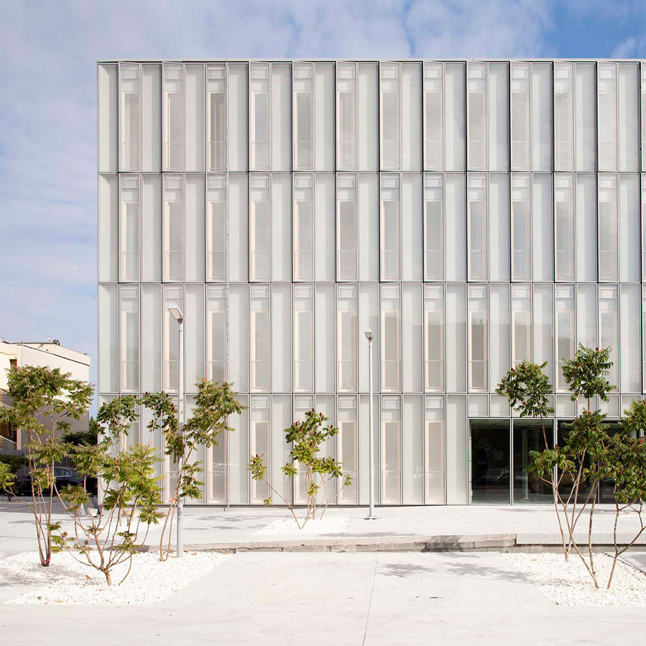 BVAU designs translucent bioclimatic skin for French social-security agency HQ