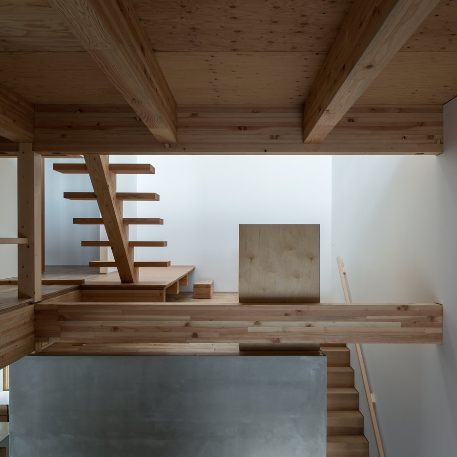 Tsubasa Iwahashi completes Hyōgo house containing three types of staircase