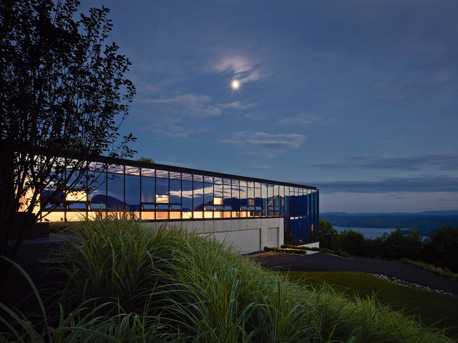 Jay Bargmann nestles glass-box home into bank in farming New York