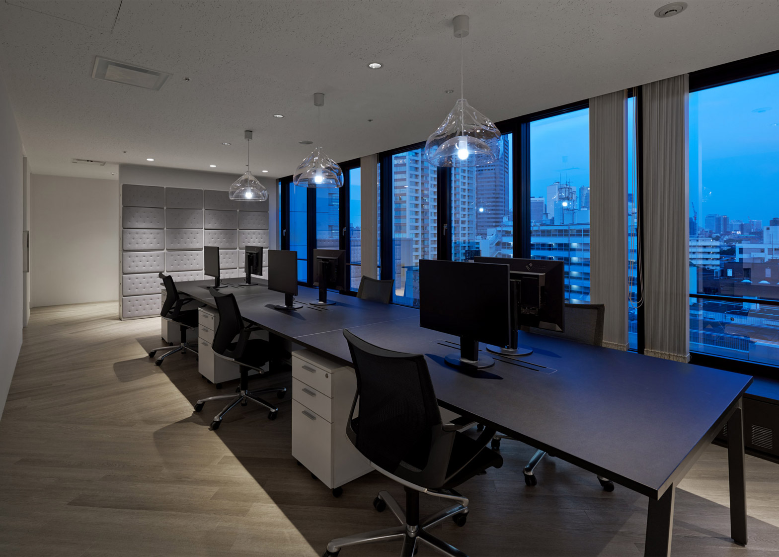 Mirrored office interiors by Nendo