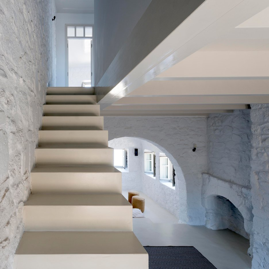 Greg Haji Joannides restores interior of ruined 17th-century Greek island house