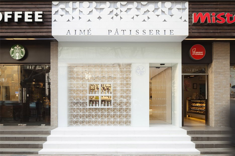 The-White-Gift-Box-patisserie_Shanghai-China_LUKSTUDIO_dezeen_936_7