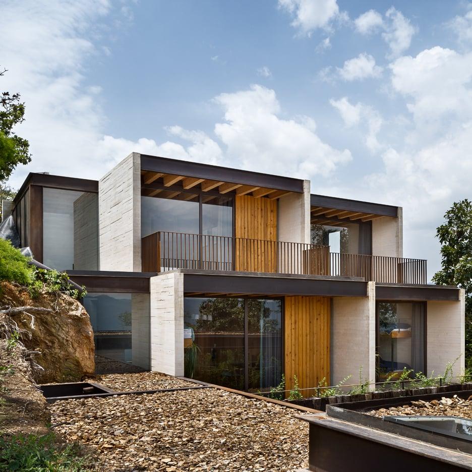 Toucan-House_Taller-Hector-Barroso_dezeen_sq