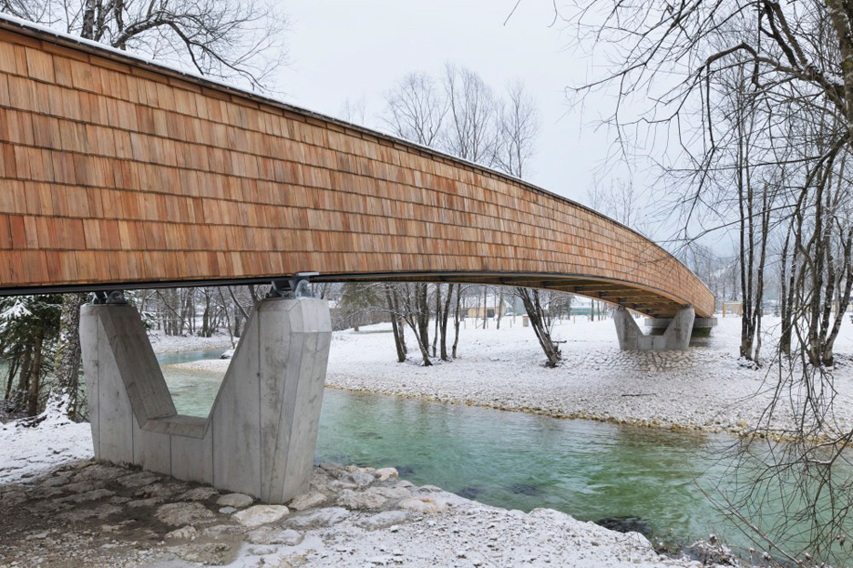 Wooden footbridge by DANS architects