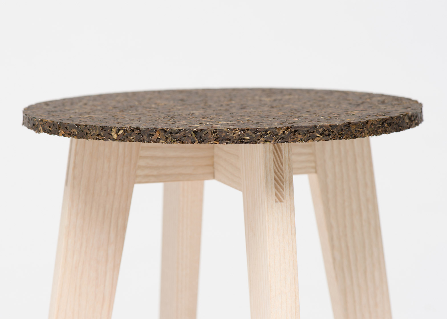 Zostera stool by Carolin Pertsch