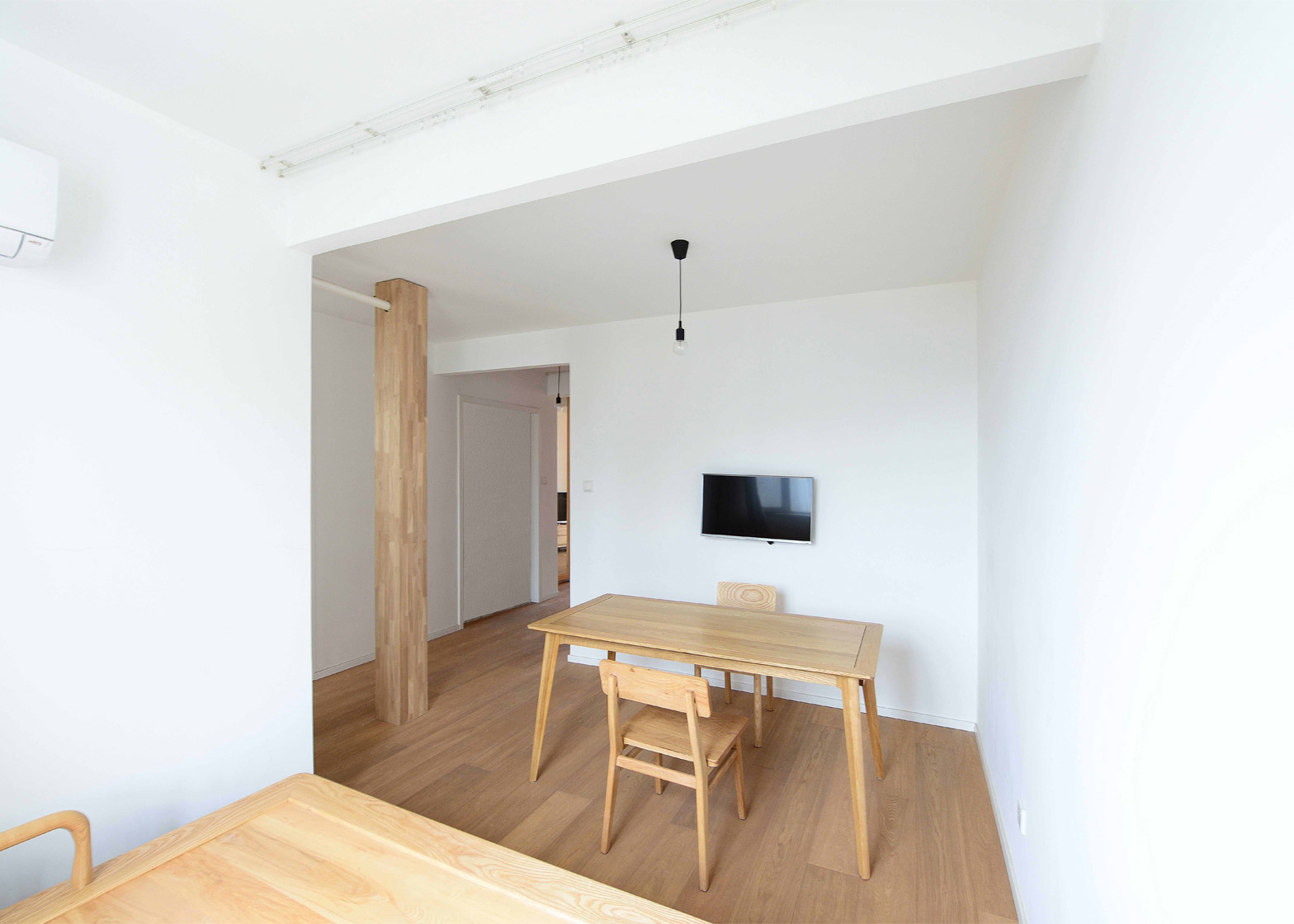 An apartment without centre by Lee Chul Liu Jing