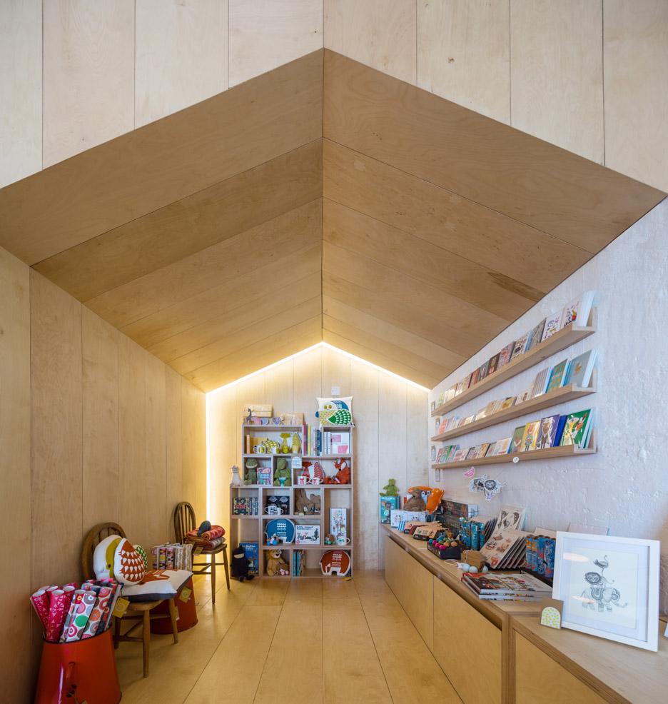 3novices:coastal cafehaptic features plywood volumes shaped
