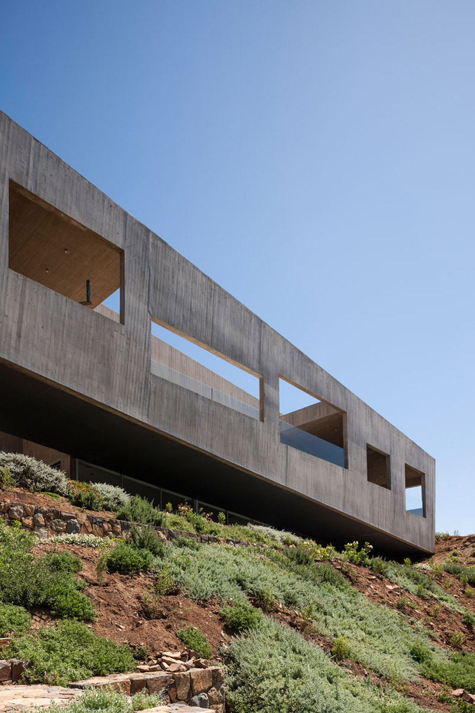 Concrete house by Felipe Assadi stretches along the rugged Chilean coastline
