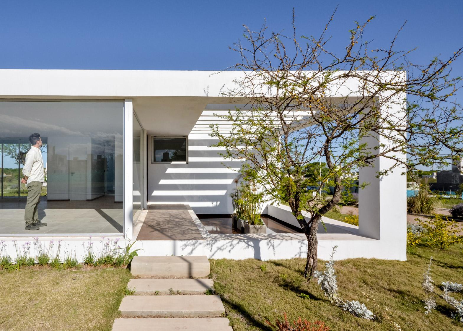 Casa Belavista by Agustín Lozada