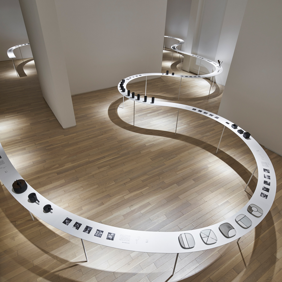 Nendo designs snaking display for Tokyo tableware exhibition