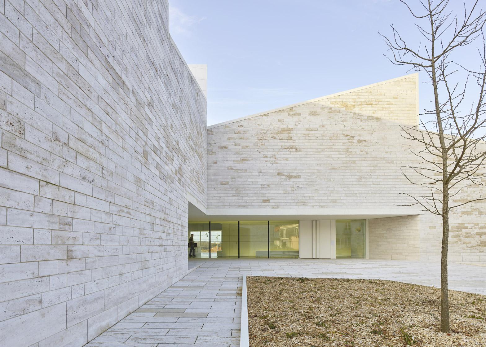 Cour et Jardin by Fernandez & Serres