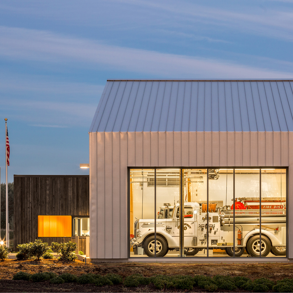 Oregon fire station by Hennebery Eddy features a burnt wood facade