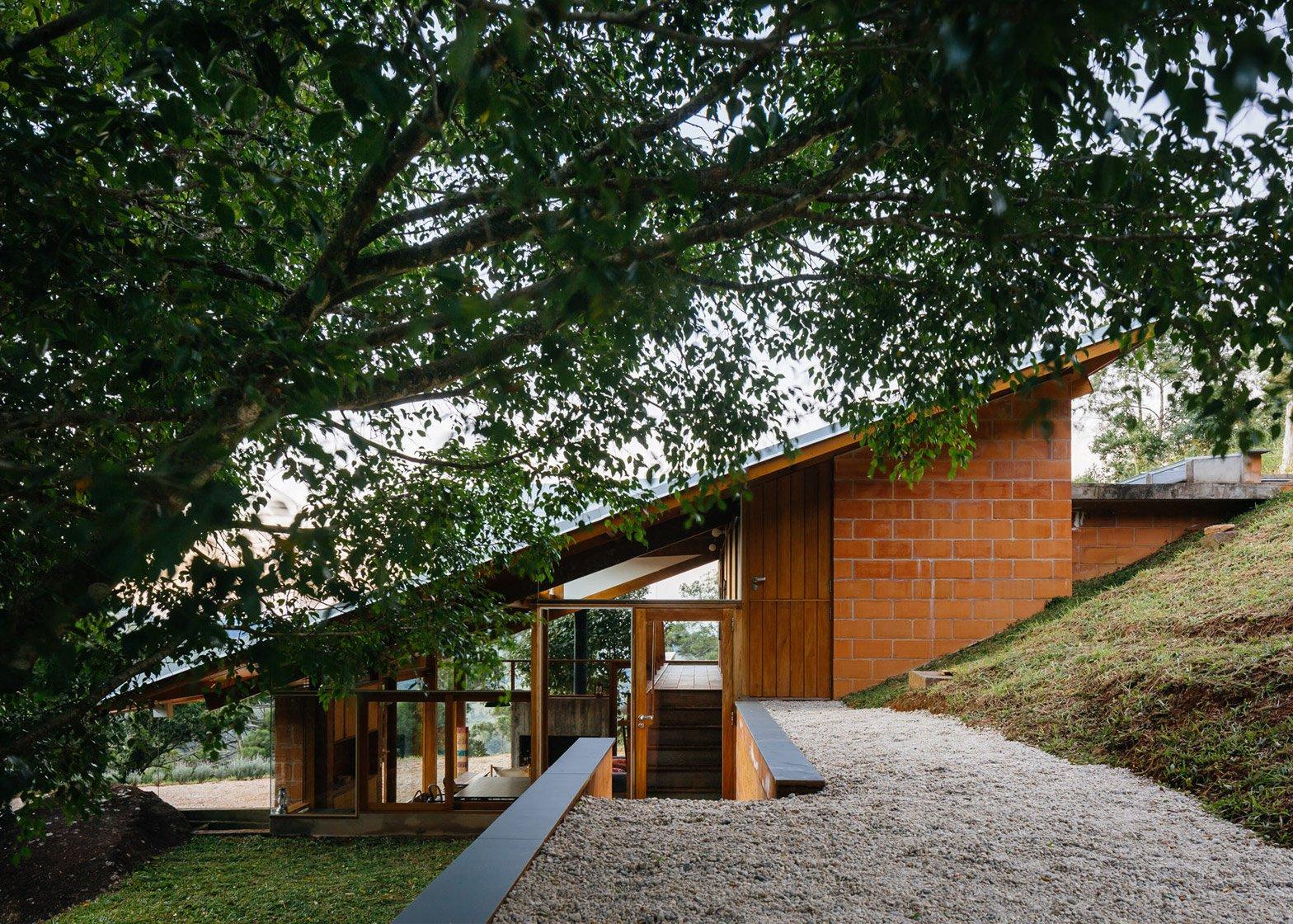 Perfect 5 Of 22; Half Slope House By Denis Joelsons Gabriela Barauna Uchida