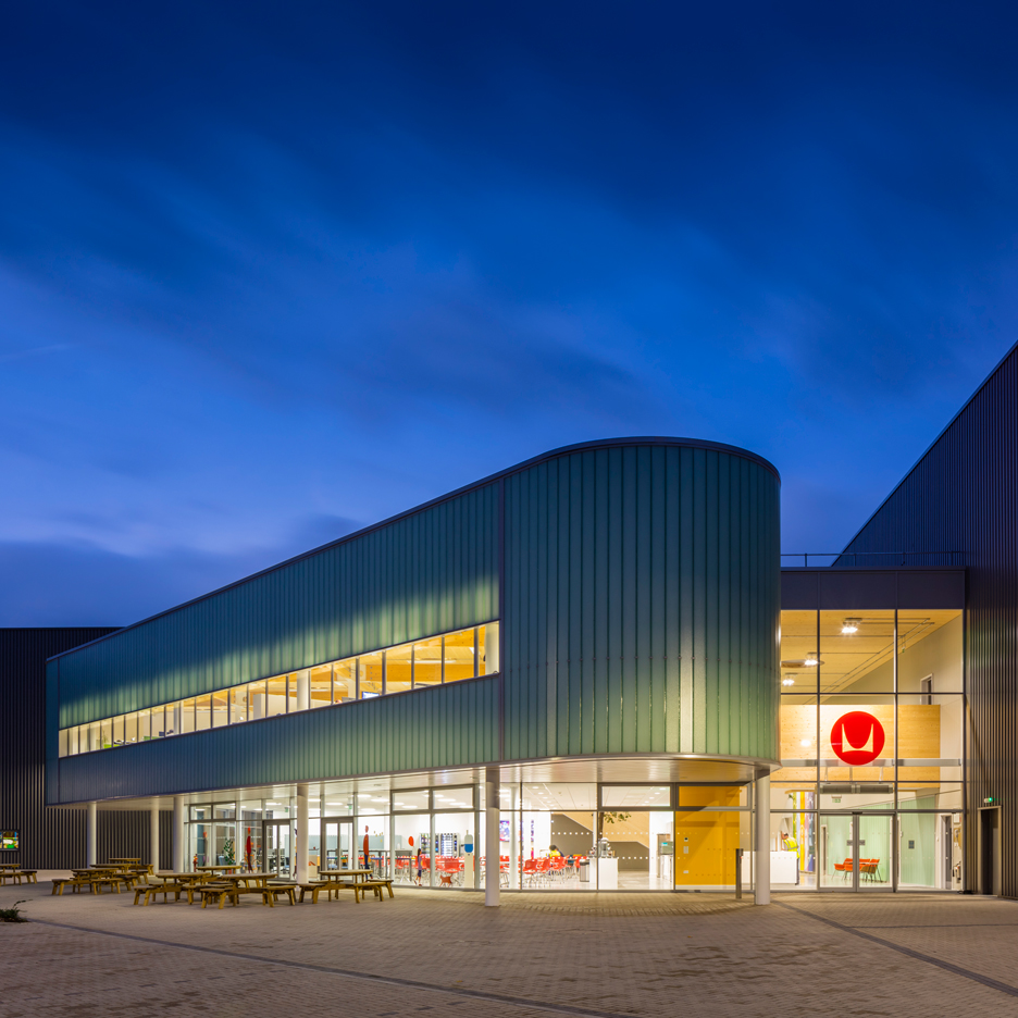 Grimshaw Architects completes third UK manufacturing facility for Herman Miller