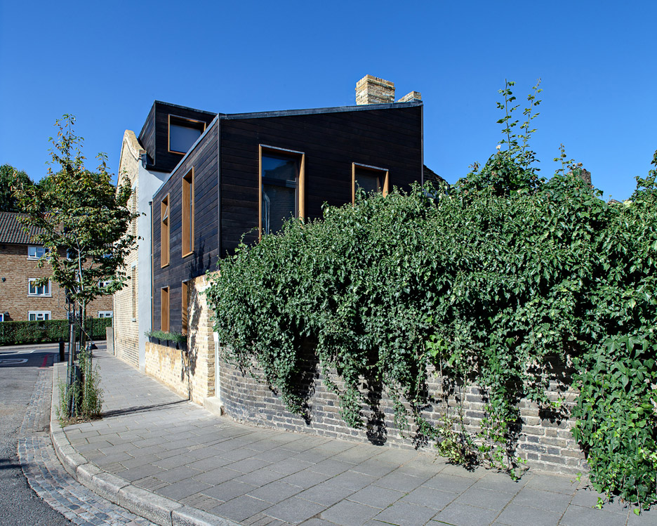 Kenworthy-Road_house-extension_Chris-Dyson-Architects_East-London_charred-cedar_dezeen_936_12